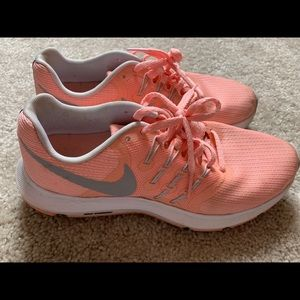Lightly used NIKE pink sneakers. Size 7